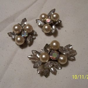 VINTAGE JUDY LEE DEMI SET PIN AND EARRINGS LOVELY